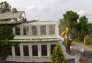 Abriss des alten Amtsgerichts in der Lehmbergstraße - im Zeitraffer